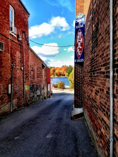 fall colours, Muskoka, Ontario, Huntsville, alleyway
