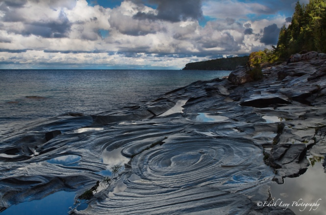 Little Cove, Bruce Peninsula National Park, conchoidal fractures, Ontario,