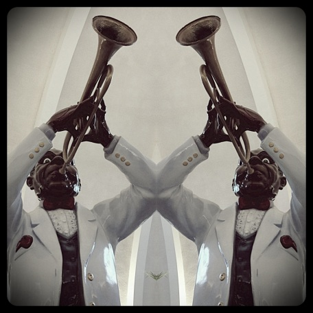 Louie Armstrong, statue, mirror, trumpet, New orleans