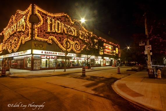 Toronto, Honest Ed's, Ed Mirvish, store, Bloor Street, Bathurst street, night photography, Ed's Warehouse, street view