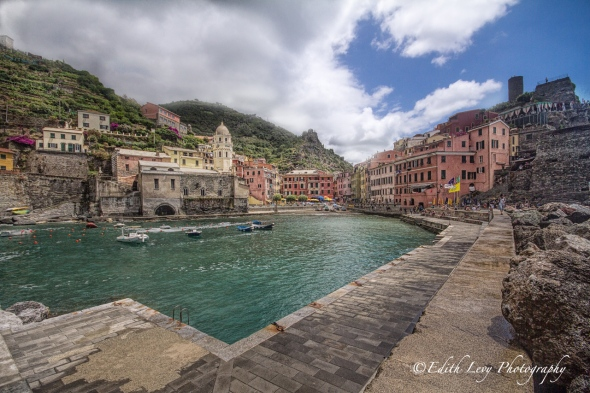 Vernazza, Cinque Terre, 5 Villages, Italy, travel photography, fishing village, coloured houses