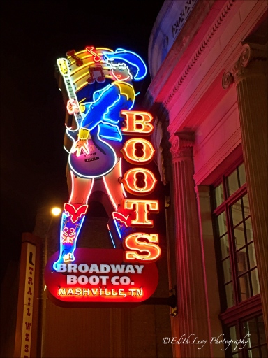 Nashville, boots, neon, neon lights, iPhone, iphoneography, neon sign