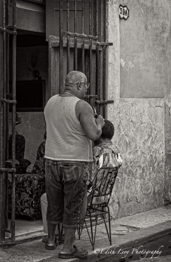 Havana, Cuba, black and white, monochrome, haircut, barber, travel photography, street photography