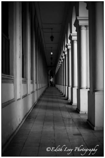 Havana, Cuba, Monochrome, Black & White, pillars, shadow, light, leading lines