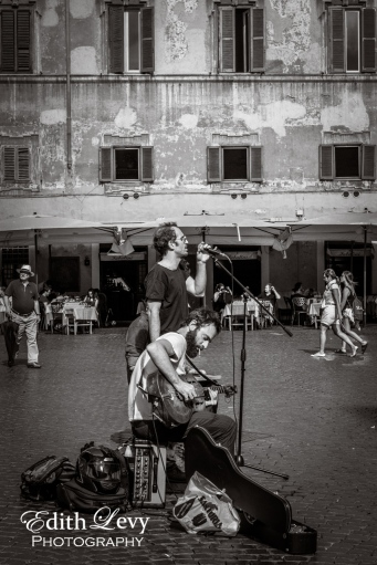 Italy, Rome, Trastevere, street musicians, street photography, black and white