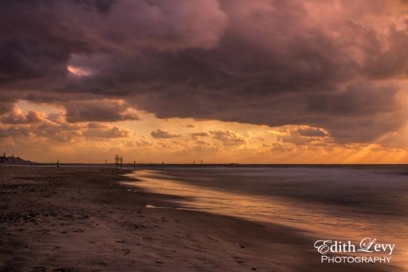 Sunset, Tel Aviv, Israel, beach, long exposure, sun rays, joggers